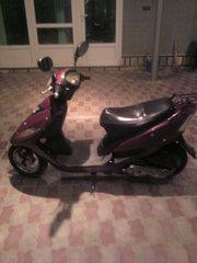 Продам срочно скутер Yadea